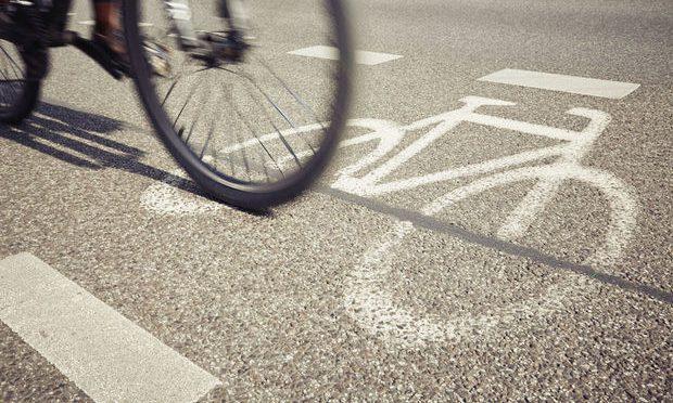 Laat de auto los en investeer massaal in fietsen